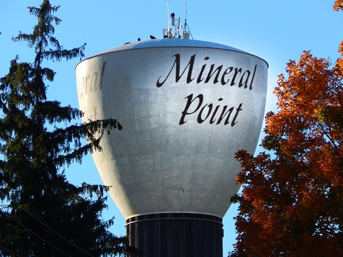 Mineral-Point-water-tower